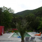 La piscine et la plage / Swimming pool and garden